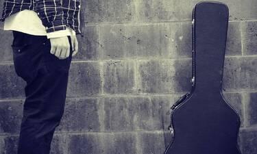 Συγκλονίζει πασίγνωστος τραγουδιστής:«Δεν είδα το φως του ήλιου για 4 μήνες»
