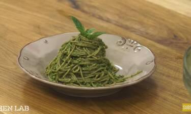 Σπαγγέτι από δίκοκκο σιτάρι με πέστο (alla Genovese) από τον Άκη Πετρετζίκη