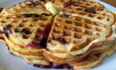 Βάφλες με μύρτιλο ακά Blueberry waffles (Γράφει αποκλειστικά στο Queen.gr η Majenco)