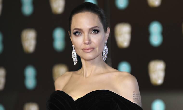 To βλέμμα των περαστικών στην Angelina Jolie είναι ό, τι πιο αστείο θα δεις σήμερα