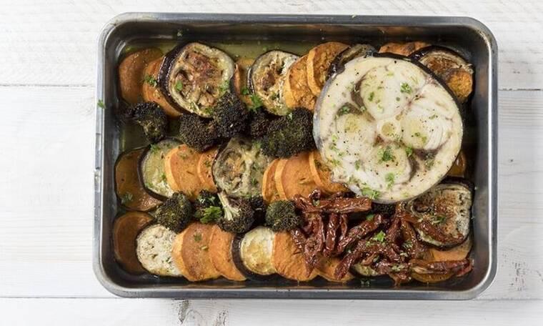 Η συνταγή για ψητό ξιφία με λαχανικά από τον Πετρετζίκη που πρέπει να δοκιμάσεις