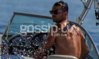 Κορίτσια... ο Ντάνος κάνει water sports στη Σκιάθο! (photos)