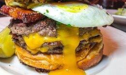 Ας συμφωνήσουμε ότι δεν υπάρχει burger χωρίς τηγανητό αβγό