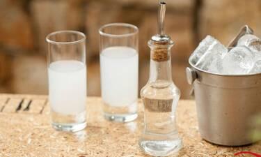 Γιατί το ούζο γίνεται λευκό όταν το γεμίζεις με νερό;