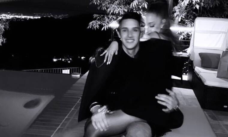 Ariana Grande: Οι αγκαλιές και τα φιλιά με το νέο της αγόρι
