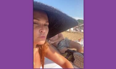 Σίσσυ Χρηστίδου: Έκανε story και δείτε ποιον έκρυψε με το καπέλο της!