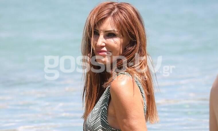 Χατζηβασιλείου: Δεν αποχωρίζεται το μακιγιάζ της ούτε στην παραλία! (pics)