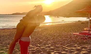 Το καλοκαίρι του επώνυμου ζευγαριού φωνάζει «έρωτα» μέσα από μια φωτό