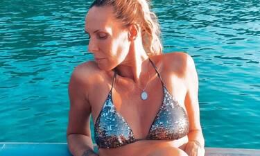 Εβελίνα Παπούλια:Διακοπές με την κόρη της–Έτσι είναι το κορμί της στα 49 της