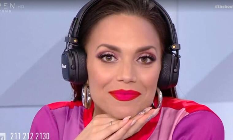 The Booth: Έτσι επιβεβαίωσε on air την εγκυμοσύνη της η Κρυσταλλία