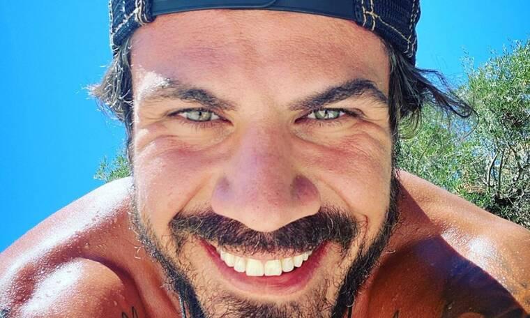 Άκης Πετρετζίκης: Έχεις δει το σέξι του κορμί; Θα μείνεις άφωνη