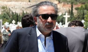 Λάκης Λαζόπουλος: Στην Πάρο το ετήσιο μνημόσυνο της γυναίκας του