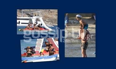 """Οι """"χαζομπαμπάδες"""" της showbiz πήγαν στην Πάρο και... τρέλαναν την παραλία"""