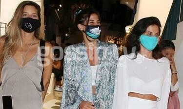 Χριστίνα Μπόμπα: Οι βόλτες με την αδερφή της στη Μύκονο και οι... μάσκες!