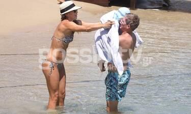 Μαριέττα Χρουσαλά - Λέων Πατίτσας: Οικογενειακώς σε παραλία της Μυκόνου!