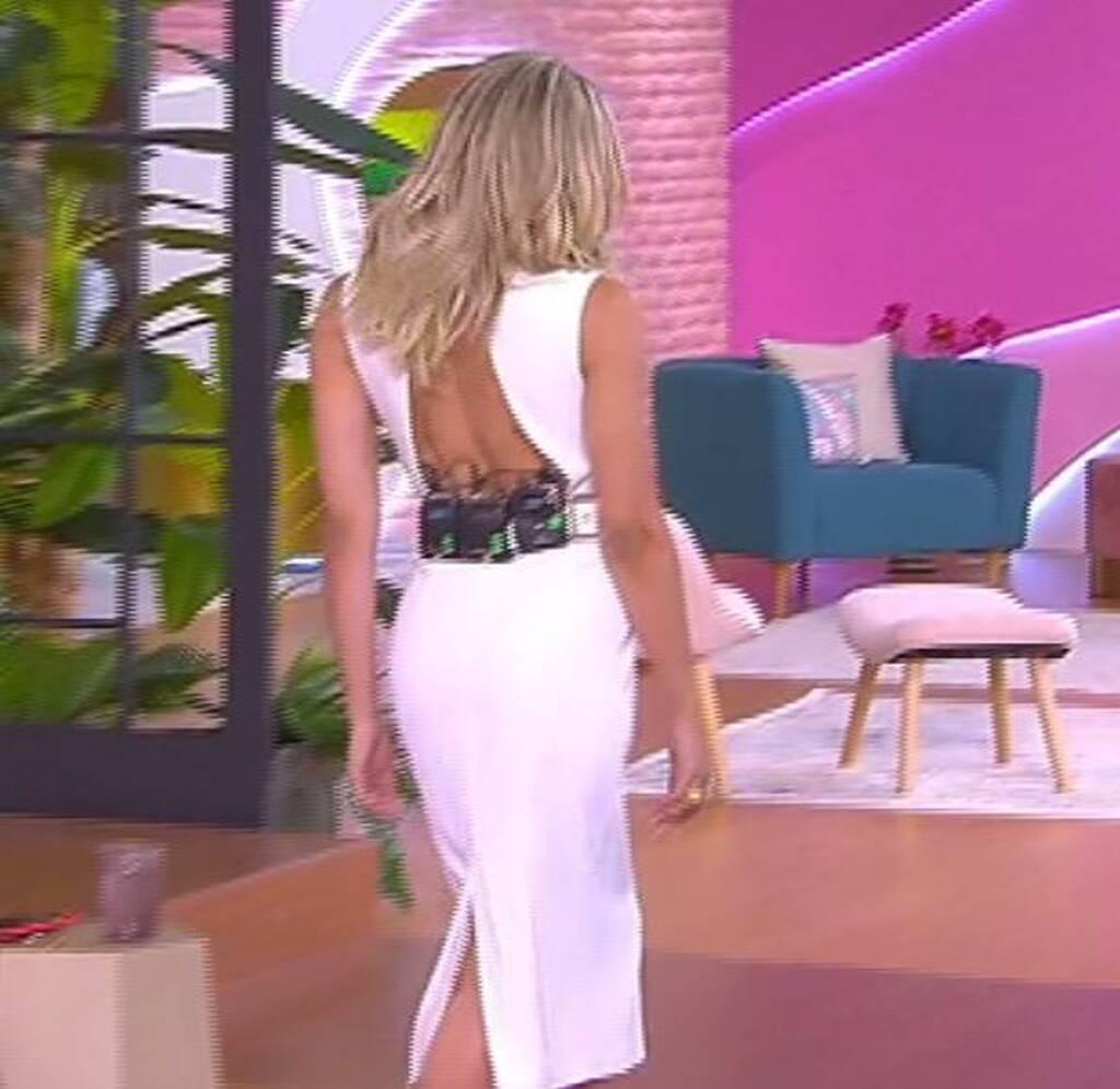 Love it: Μαλέσκου: Εντυπωσιακή εμφάνιση με ένα απίθανο εξώπλατο λευκό φόρεμα