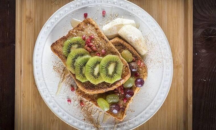 Αβγοφέτες με μέλι και φρούτα από τον Πετρετζίκη!