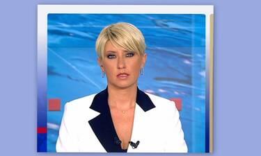 Σία Κοσιώνη: Το total white look και η σούπερ λεπτομέρεια στο σακάκι της