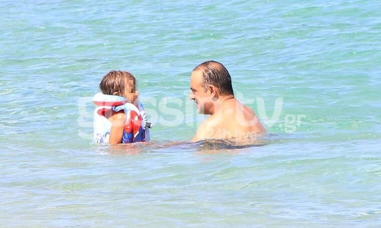 Κρατερός Κατσούλης: Δείτε τον σε σπάνιες στιγμές με τα παιδιά του! (Photos)