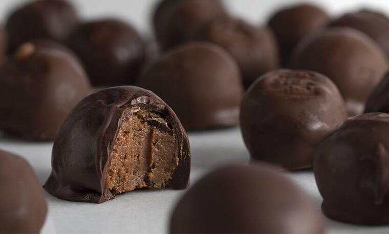 Λαχταριστά σοκολατάκια καραμέλα μπισκότο από τον Πετρετζίκη!