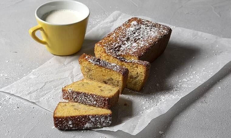 Έχεις αχλάδια; Φτιάξε το μοναδικό κέικ του Άκη Πετρετζίκη