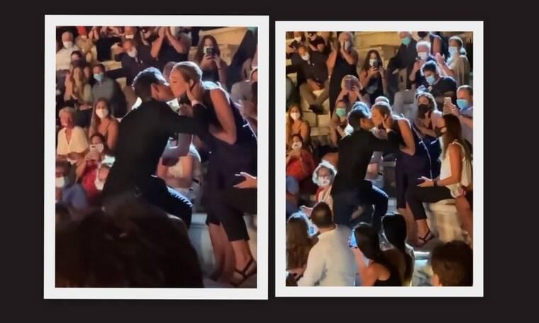 Ρουβάς: Το τρυφερό φιλί στην Κάτια Ζυγούλη, το χειροκρότημα και η ανθοδέσμη!