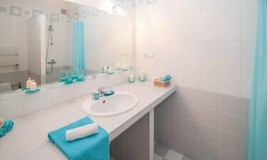 Το απόλυτο κόλπο για να μην θολώνει ποτέ ο καθρέπτης του μπάνιου (video)