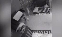 Αλλαξιέρα έπεσε πάνω σε τρίδυμα - Τρελάθηκαν οι γονείς (video)