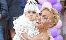 Η Γωγώ Γαρυφάλλου βάφτισε την κόρη της! Μαμά και κόρη κούκλες - Μαγικές φωτό