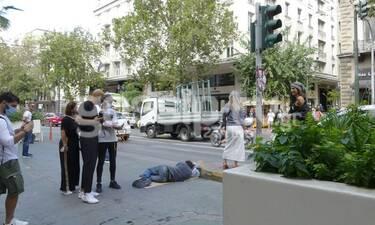 Δημήτρης Σκουλός: Η πρώτη αντίδραση για τη φωτογράφιση δίπλα στον άστεγο