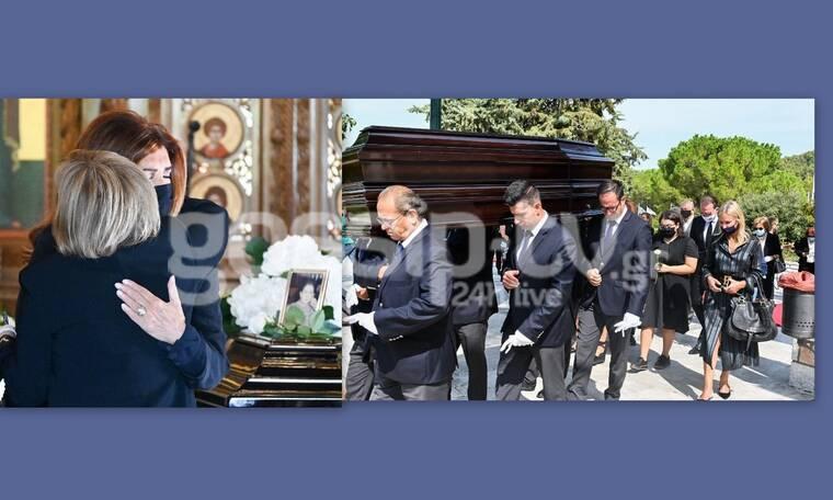 Μιμή Ντενίση: Συντετριμμένη στην κηδεία της μητέρας της (Photos)