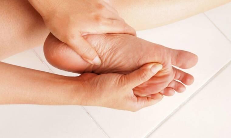 Οι 10 σοβαρές ασθένειες που μπορούν να αποκαλύψουν τα πόδια σας (φωτο)