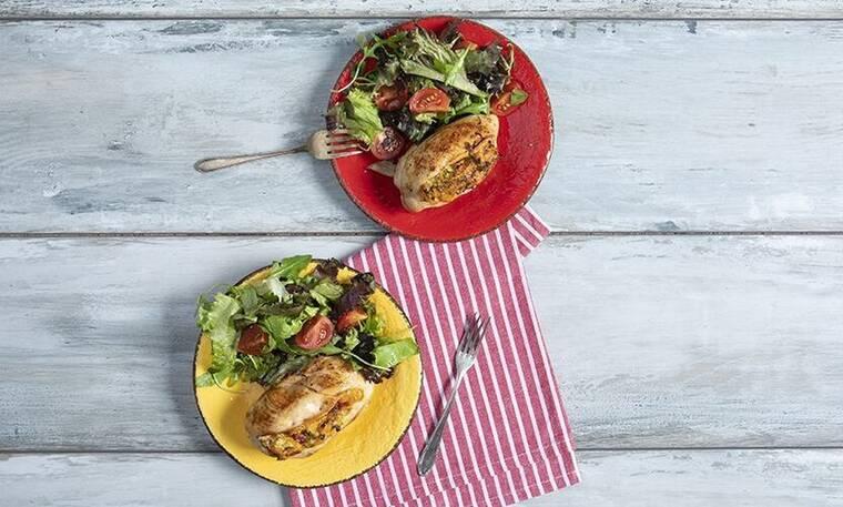 Λαχταριστό κοτόπουλο γεμιστό με λαχανικά από τον Πετρετζίκη