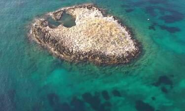 Το ιστορικό νησί μόλις 100 μέτρα από την Αττική που όλοι θέλουν να πάνε