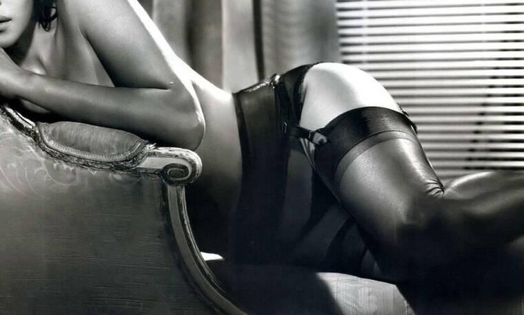 Η γυναίκα που ακόμα και στα 56 της είναι το σύμβολο του σεξ
