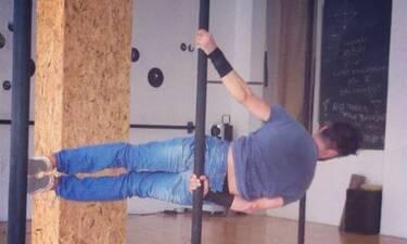 Στενός συνεργάτης της Δανάης Μπάρκα είναι δεινός pole dancer! (photos)