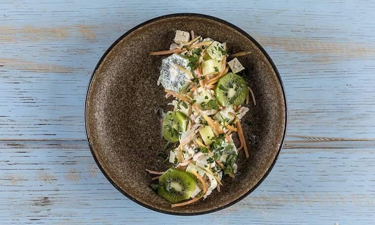 Νόστιμη σαλάτα με παπάγια και ακτινίδιο από τον Άκη Πετρετζίκη!