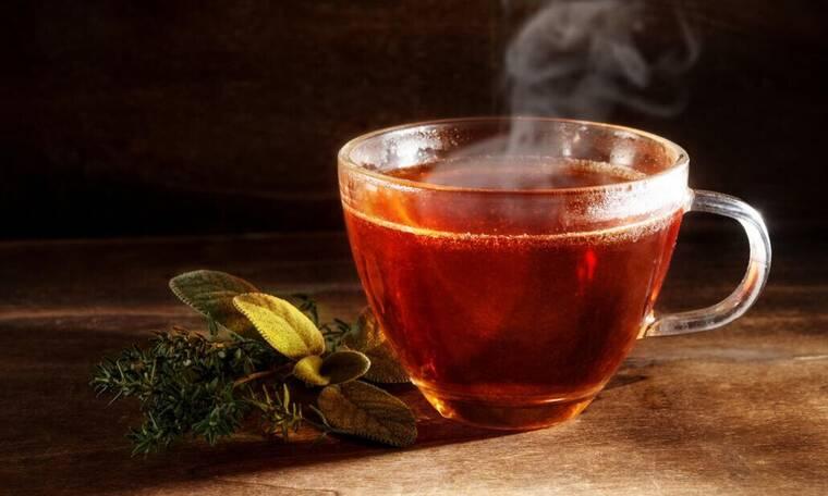 Πίνεις συχνά τσάι; Δες τι κάνει στο σώμα σου