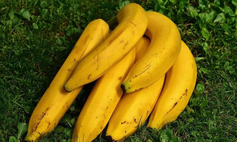 Έτσι θα ανοίξετε ΣΙΓΟΥΡΑ μπουκάλι μπύρας με μπανάνα (video)