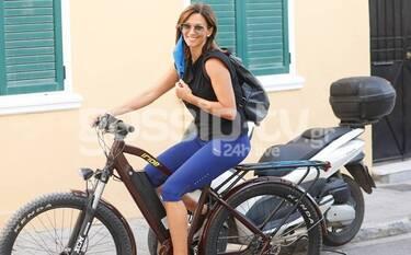 Έλλη Κοκκίνου: Ποδηλατάδα στην Ακρόπολη με συνεργάτη της Μαλέσκου (Pics)