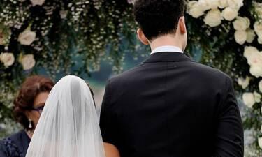 Αυτόν τον γάμο θα τον χαζέψεις! Η λαμπερή τελετή και τα τρία νυφικά!
