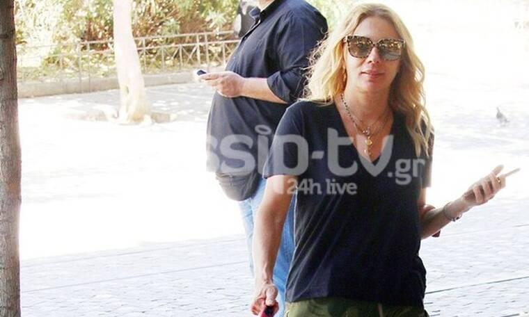 Σμαράγδα Καρύδη: Βόλτα στη γειτονιά της με τον... Γιάννη! (photos)