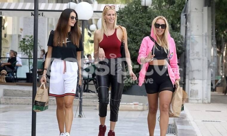 Στη Γλυφάδα με κολάν: Φόρεσαν τα αθλητικά τους και βγήκαν για καφέ!