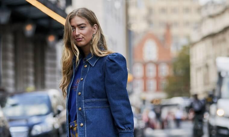 4 διαφορετικά looks με denim jacket για να φορέσεις το ΣΚ (video)