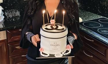 Ελληνίδα τραγουδίστρια: Γιόρτασε τα γενέθλιά της με τούρτα – Υπερπαραγωγή!