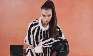 Η Ιρίνα Σάικ φωτογραφίζεται καλύπτοντας μόνο τα επίμαχα σημεία της!