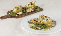 Μπρουσκέτες με αχλάδι και blue cheese από τον Ακη Πετρετζίκη!