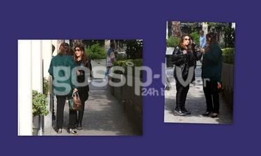 Γαρμπή - Κριθαριώτη: Η συνάντηση στο κέντρο της Αθήνας με casual look