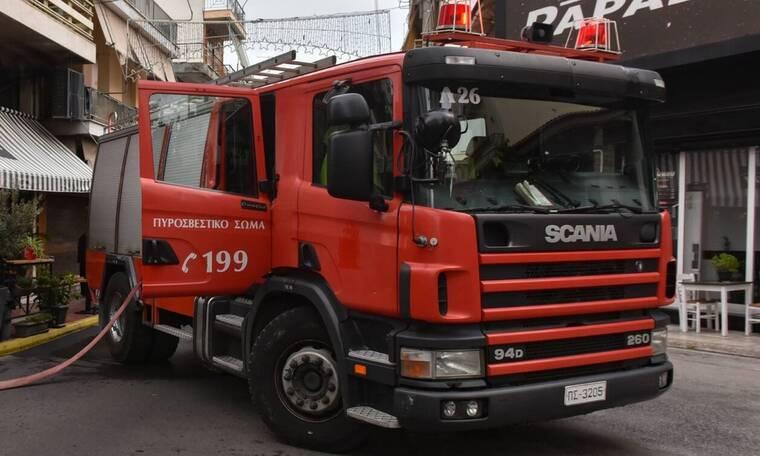 Έκρηξη από καλώδια της ΔΕΗ στην πλατεία Κολωνάκι - Ποιοι δρόμοι είναι κλειστοί