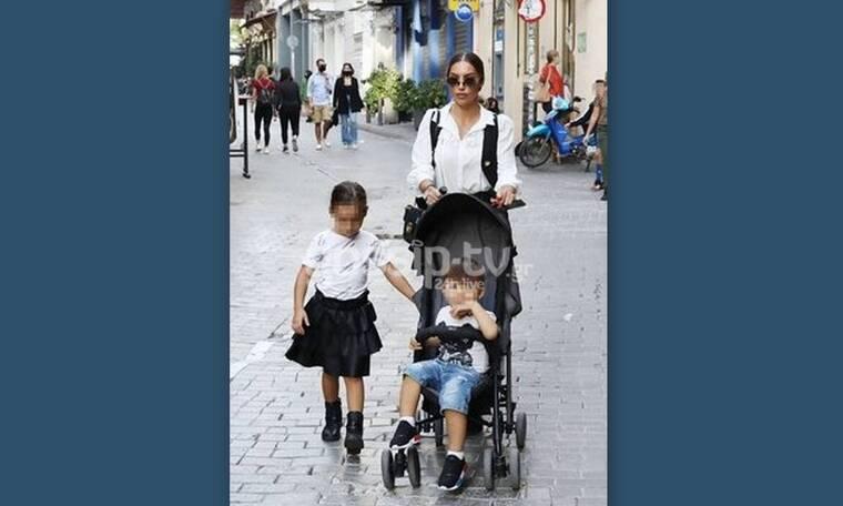 Ζέτα Θεοδωροπούλου: Πιο κομψή από ποτέ σε βόλτα με τα παιδιά της!